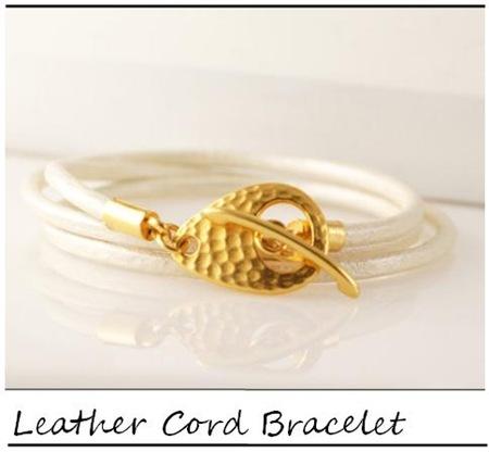 Lucky Horn_White metallic leather cord wrap braclet