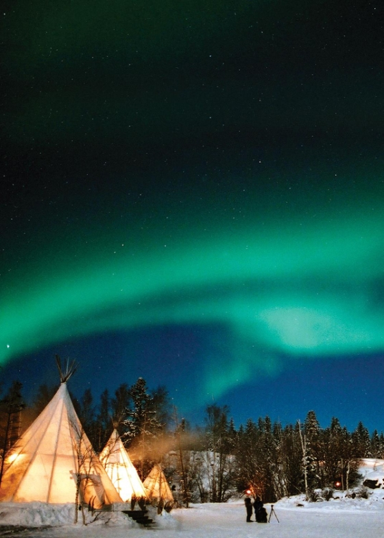 northern-lights-teepees-yellowknife